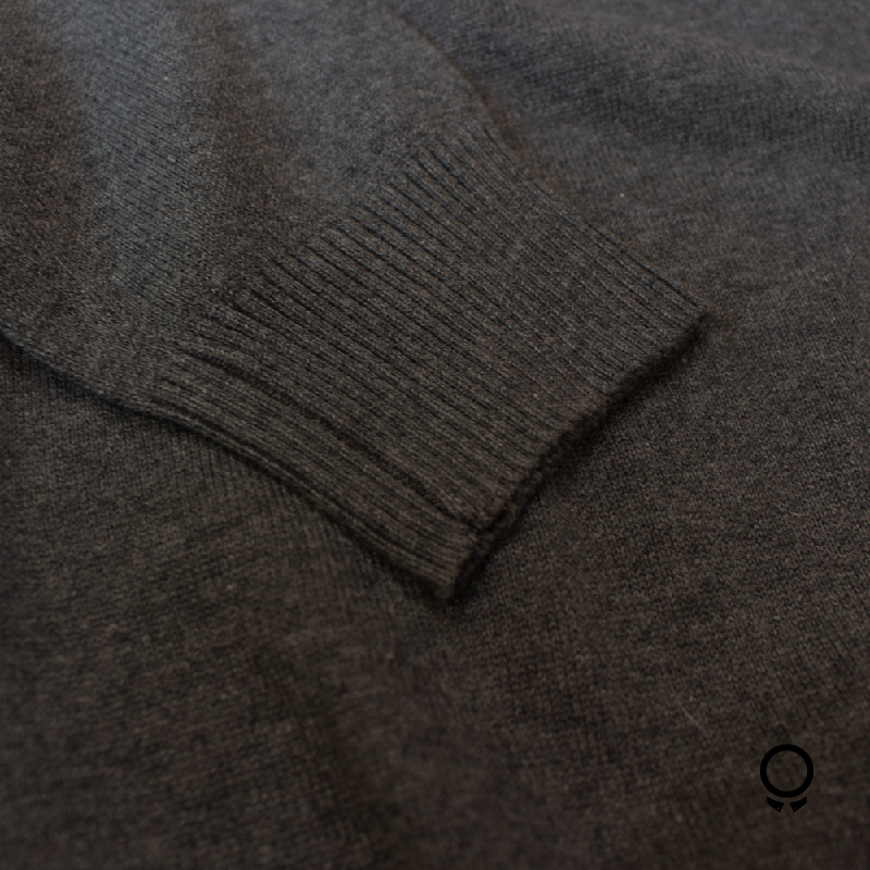 SWEATER CUE RED GRIS OSCURO